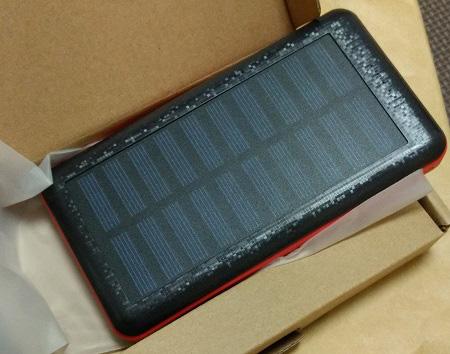 Antunのソーラーチャージャー付きモバイルバッテリー1